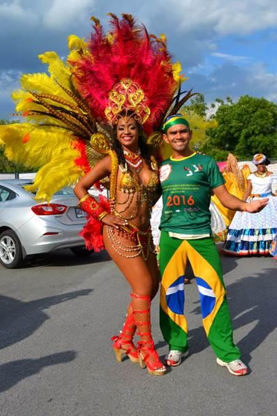 Favo et Mel, les directeurs de l'Academia Samba Jeri, étaient présents lors du Carnaval brésilien organisé dans le cadre des Weekends du Monde - 2017.