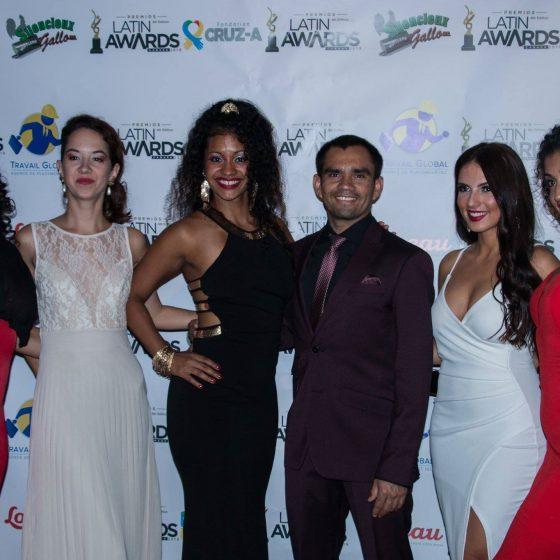 les directeurs de l'Academia Samba Jeri, Favo et Mél en compagnie des Passistas Yuni, Édith, Barbara et Lamia.