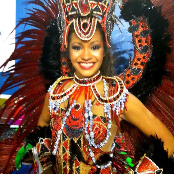 Mel, directrice et fondatrice de l'Academia Samba Jeri est nommée MUSE par l'École de Samba de Rio de Janeiro: RENASCER DE JACAREPAGUÁ - 2018